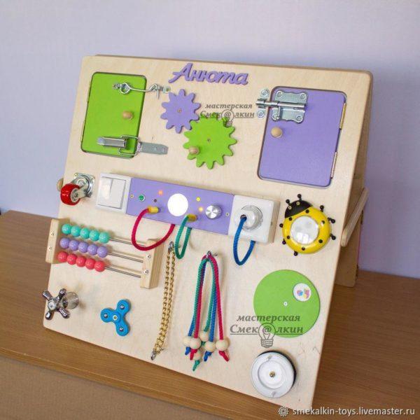 Идеи новогодних подарков для детей: бизиборд