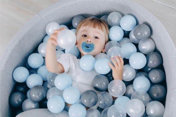 Идеи новогодних подарков для детей: бассейн с шариками